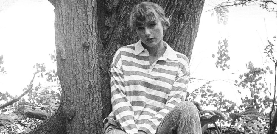 Taylor Swift in striped sweater, black and white