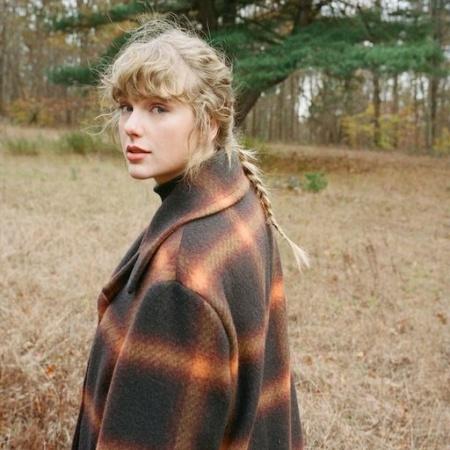 Taylor Swift in field