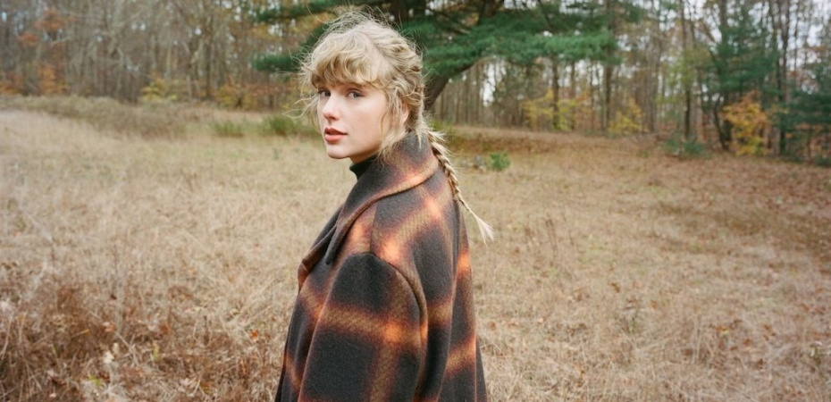 Taylor Swift in field